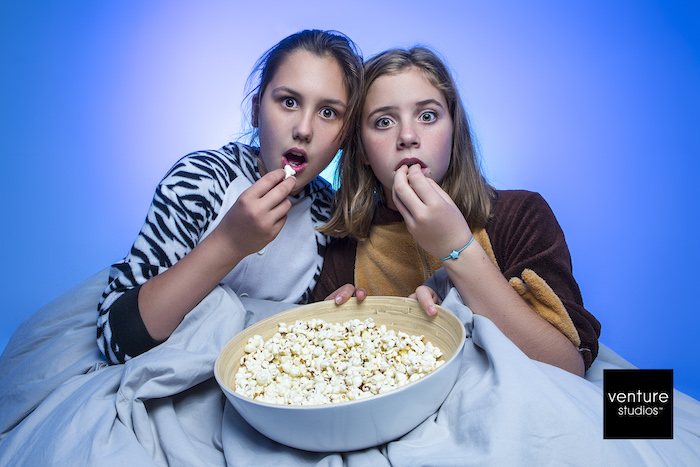 photography of sisters eating popcorrn